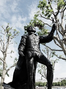 Laurence Olivier statue