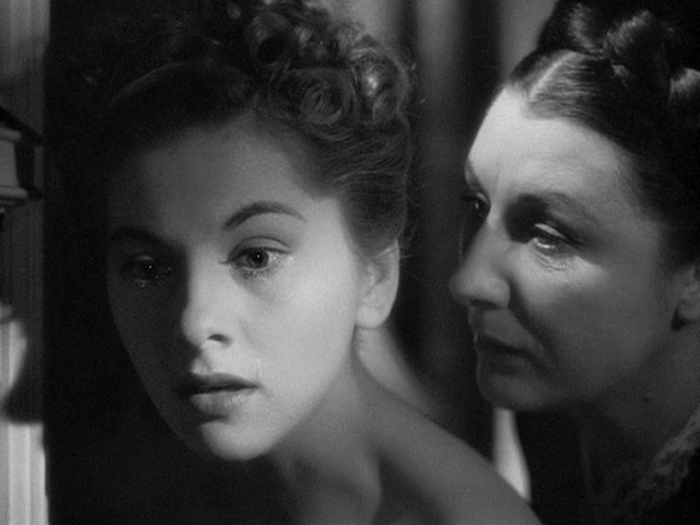 Rebecca Joan Fontaine and Judith Anderson
