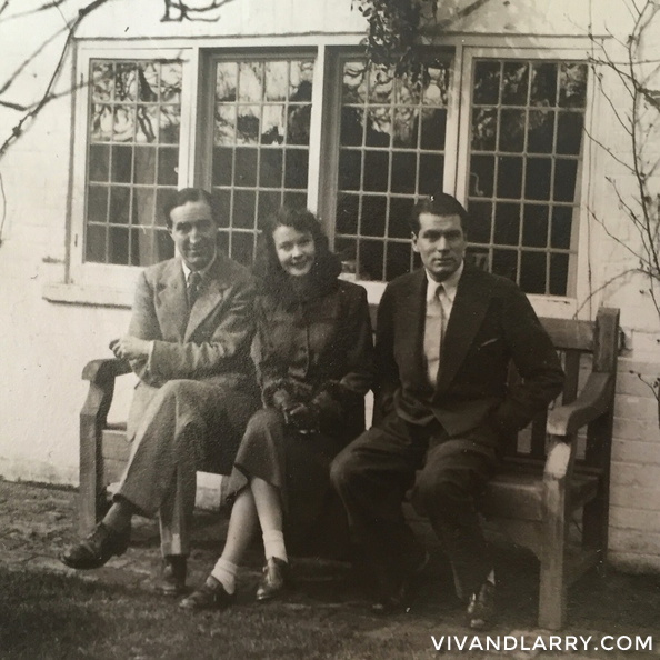 Vivien Leigh and Laurence Olivier at Brittenden, Sussex, 1941.