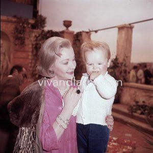 Vivien Leigh and grandson neville Farrington, 1960