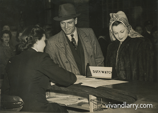 Laurence Olivier and Vivien leigh fly to new York